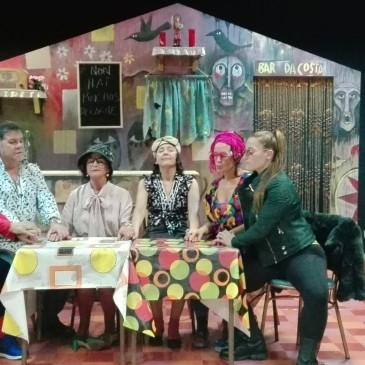 TERAPIA DE BAR PECHA O TEATRO DE OUTONO DE CARRAL