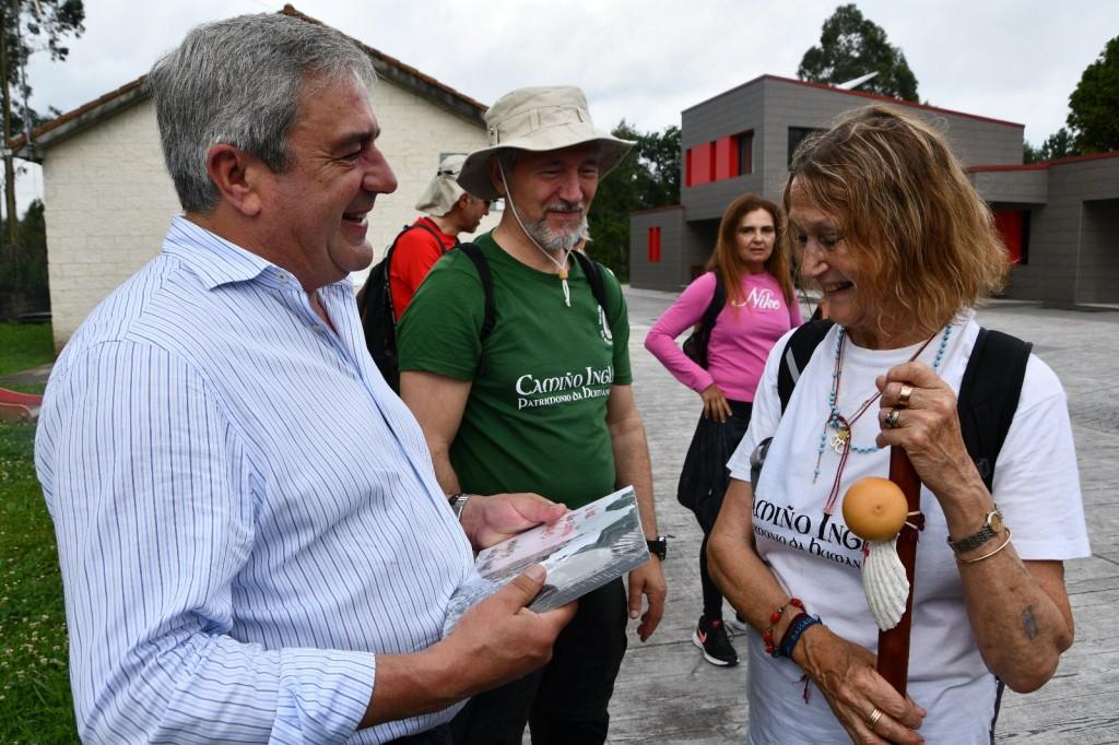 Carral recibe á Real Orden de Caballeros de Maria Pita e á súa embaixadora Julia Baird