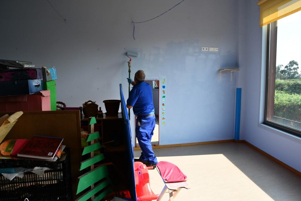 Pintado das aulas na Galiña Azul
