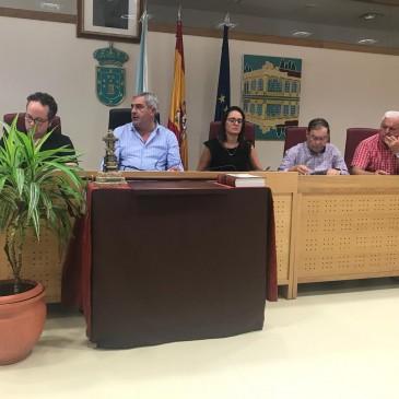 Carral aproba por unanimidade a desafección das dúas vivendas adscritas ao Vicente Otero Valcárcel Carral
